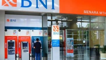 Bali ATM - Withdrawing Money from bank at ATM in Bali
