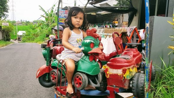 Learning to ride a scooter in Bali - Bali Holiday Secrets