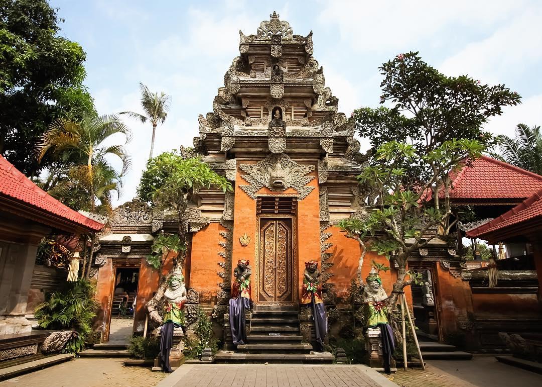 Ubud Royal Palace - Bali Holiday Secrets